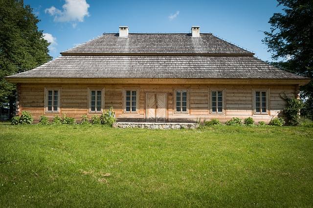 Z jakiego drewna zbudować dom