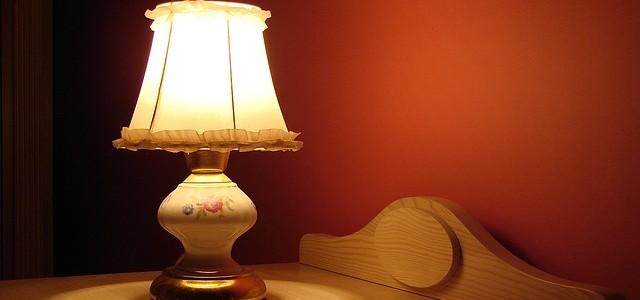 Szara sypialnia – aranżacje przytulnego i nowoczesnego wnętrza