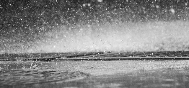 Kabina prysznicowa bez brodzika. Co to jest odpływ ścienny?