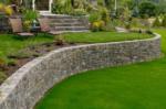 Mur oporowy – praktyczne i estetyczne rozwiązanie dla Twojego ogrodu