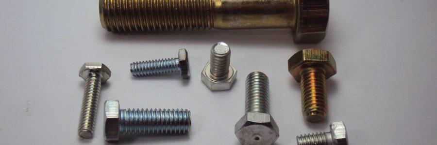 Nitonakrętki, śruby, nity, wkręty – rodzaje i przeznaczenie materiałów złącznych