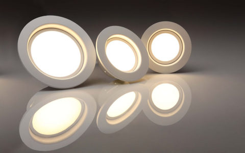 Energooszczędne oświetlenie łazienki – czy zastosowanie technologii LED się opłaca?