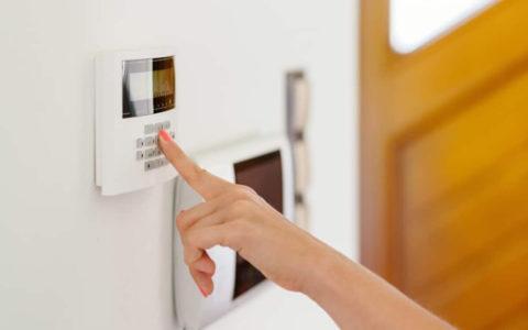 Jak wybrać system alarmowy do domu?