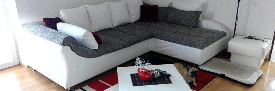 Narożnik z funkcją spania – jaki kupić, kiedy zastępuje Ci łóżko w sypialni?